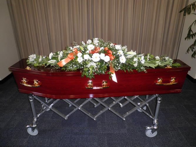 Moreton Honey Oak with Large Coffin Spray